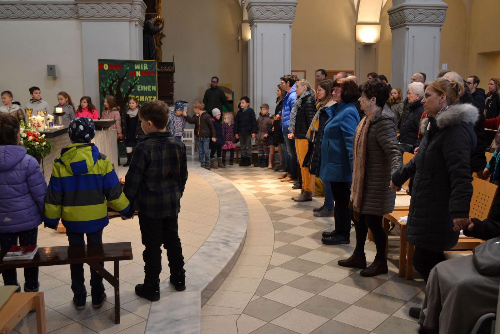 die Gemeinde betet mit