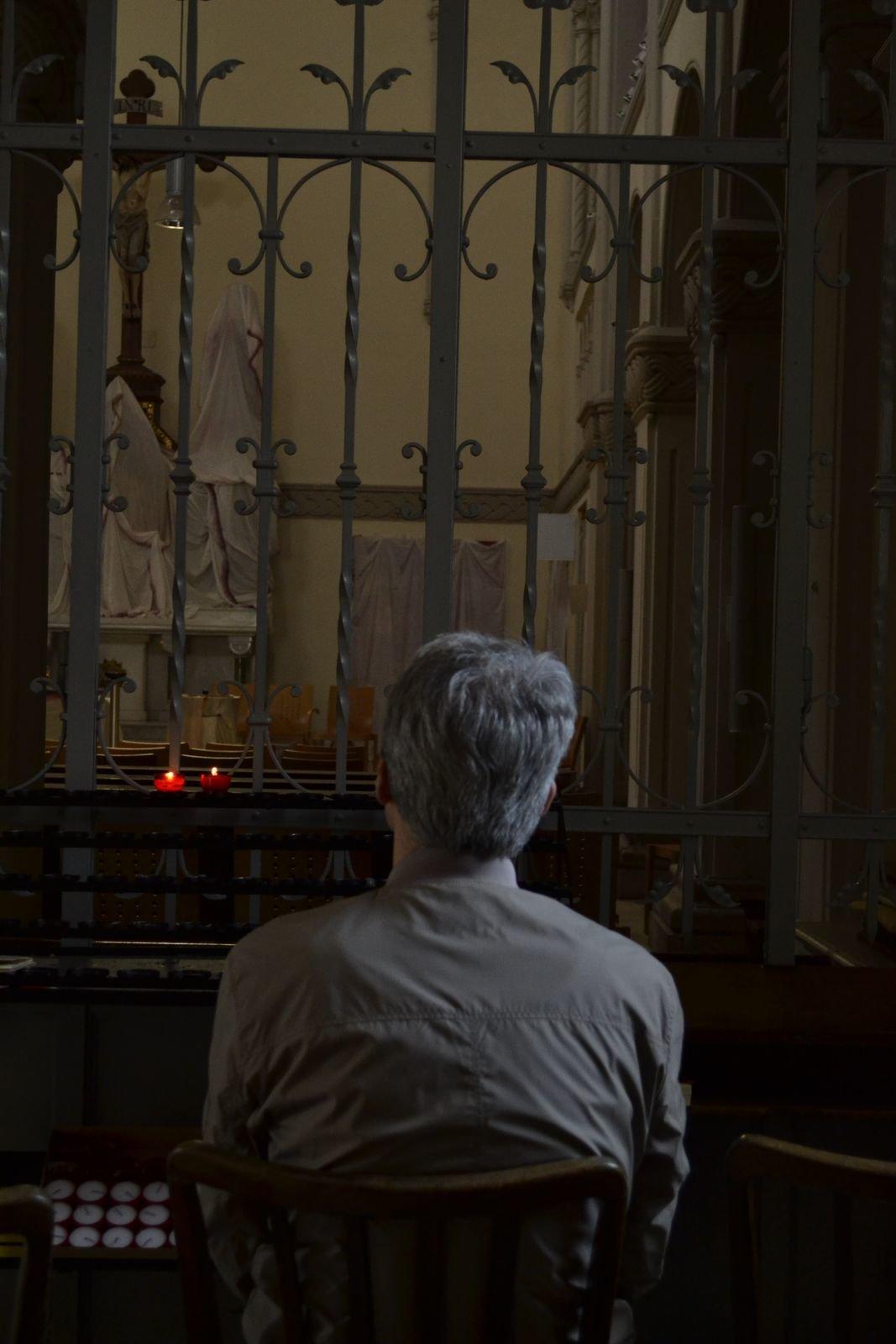 und lädt ein zum stillen Gebet