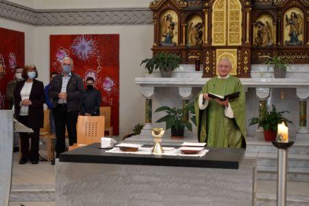 Clemens eröffnet den Gottesdienst